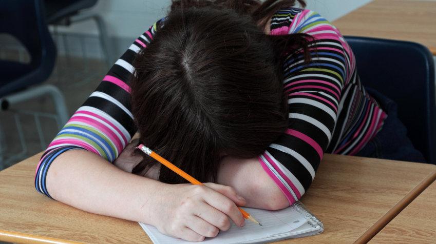كيف تعود طفلك على الانتقال من وضع النوم والراحة إلى وضع الدراسة والذهاب إلى المدرسة؟
